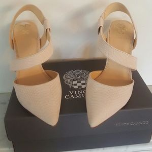 Vince Camuto Pointy toe heels pink size 10